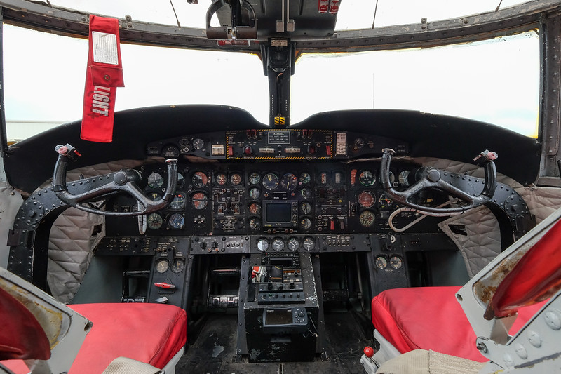 de Havilland CV-2B Caribou cockpit