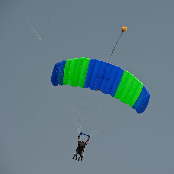 4 legs? - Yes a Tandem skydive