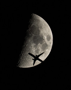 American Airlines Flight 4432 Moon Silhouette