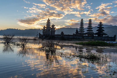 Tamblingan Lake sunrise