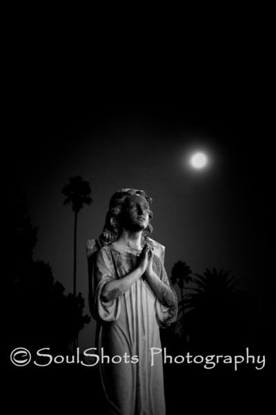 PRAYING STATUE<br /> <br /> HOLLYWOOD FOREVER CEMETERY