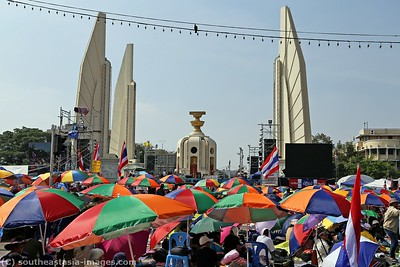 Anti-Government Protests, Democracy Monument, Bankgkok 21Dec13 (1)