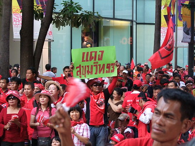 Outside Gaysorn #2, Red Shirt Ratchaprasong Occupation Day 1 4 April 2010