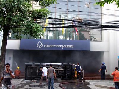 Attack on Bangkok Bank, Red Shirts #3, 19 May  2010