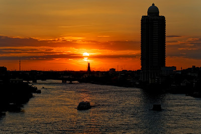 Bangkok River Sunset Towards Temple of Dawn (Wat Arun) (1)
