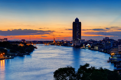 Bangkok River Sunset Towards Temple of Dawn (Wat Arun) (2)