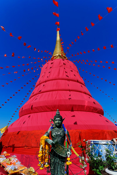 Wrapped in Red, Wat Saket, The Golden Mount, Bangkok (2)