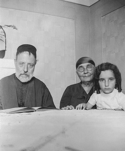 Clairette & grandparents Rabbi Jacob & Lea Cohen nee Nahon - ca. 1935/36