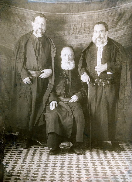 Yaacov Cohen Bibas (l), father Hayim (c) & brother Eliaou (r)