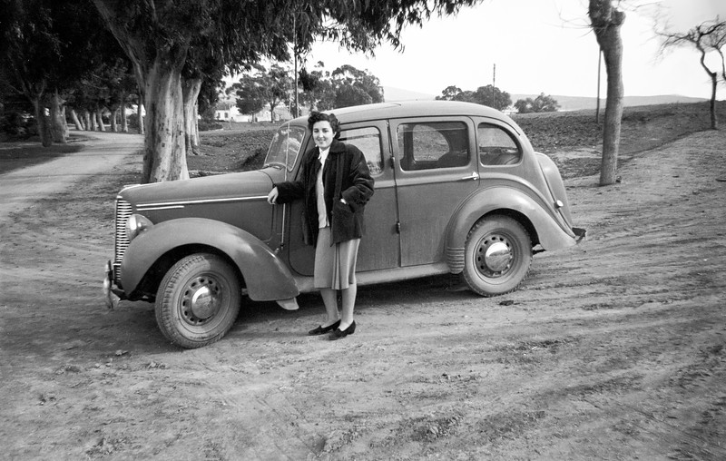 Alegria by Raphaël's car - 1952