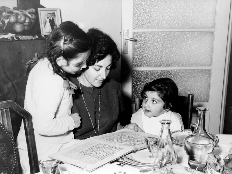Alegria reading to Lisita & Mercedes