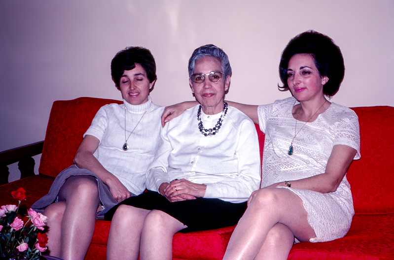 Mamé with her daughters in Sol's apartment