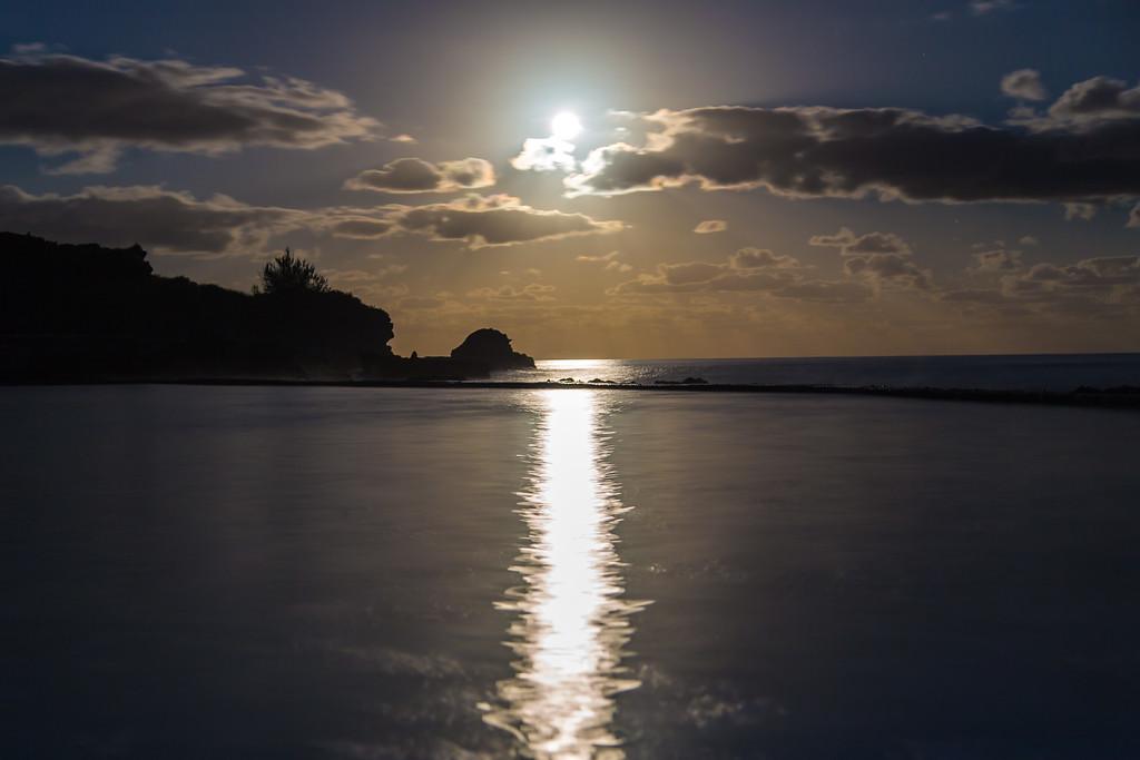 moonrise at ariel sands