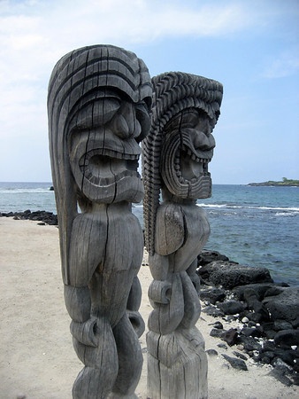 Ki'i (ancient Hawaiian culture humanoid god statues) - Pu'uhonau o Honaunau National Historical Park - at Honaunau Bay - Kona district