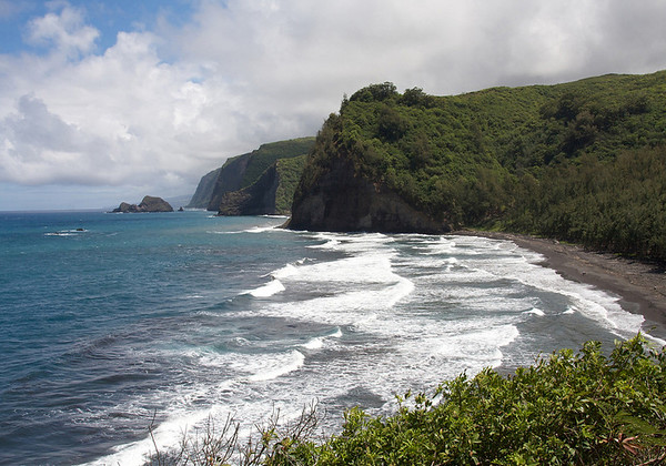 From the waves breaking on Pololu Beach - viewing southeast to the islets of Paoakalani, Mokupuku and Pa'alalea (the smallest) - along the Kohala Coast, the northeastern flank of the Kohala Volcano, which back about 300 million years ago when it became dormant, it had a massive landslide from here at the mouth of the Pololu Valley down to the Waipi'o Valley, about 12 mi. (20 km) southeastward, these sea cliffs mark the top most part of the headwall of this ancient landslide - Kohala district