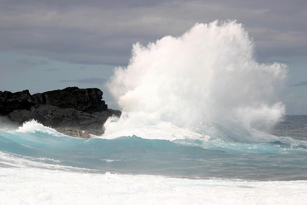 Wave Progression (3) - along the southeastern lava coastline, Nanawale Park - eastern island, Puna district