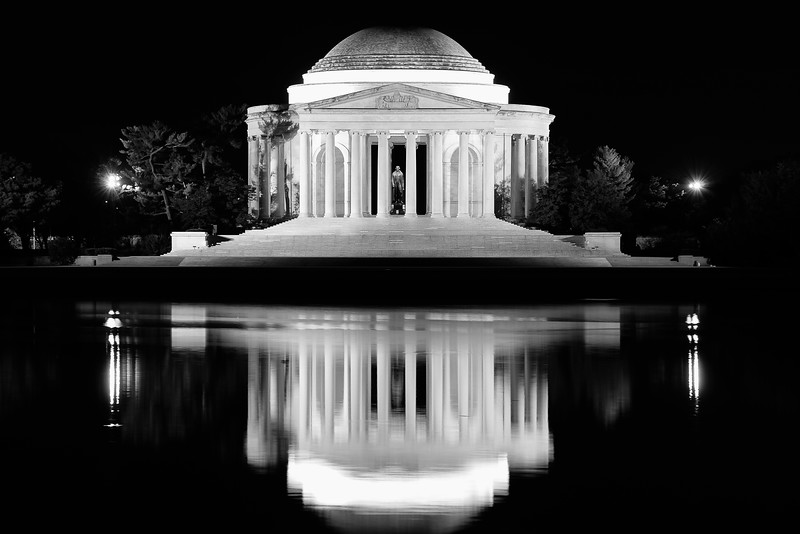 B&W of Jefferson Memorial reflection 01