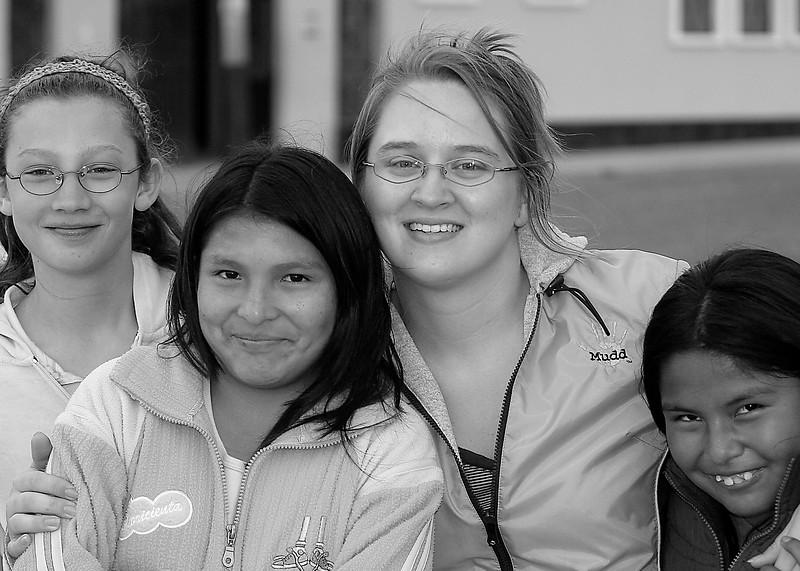 Hannah, Amanda and girls in Bella Union, Peru