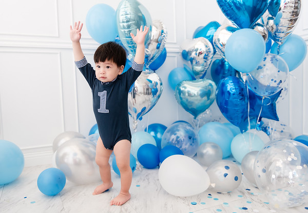 balloon room for baby boy turning one