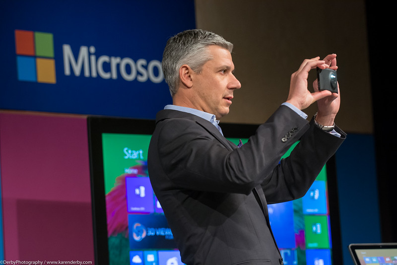 Jordan Chrysafidis shows off the newest Windows Phone camera feature to guests at the Microsoft CIO Summit.