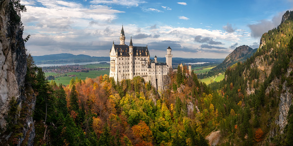 Neuschwanstein panorama in autumn