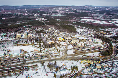 The 2,250-acre Fairbanks campus, located near the center of Alaska, offers a wide variety of opportunities for activity and recreation. The main campus has two lakes and miles of trails as well as a major student recreation complex for indoor sports.  Filename: CAM-13-3781-82.jpg