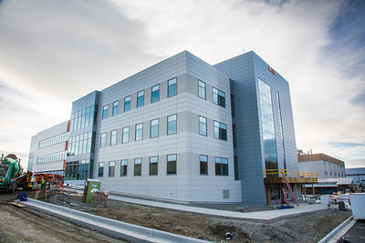 The new Life Sciences building under construction on UAF's West Ridge.  Filename: CAM-12-3569-12.jpg