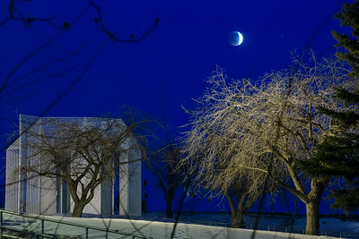 A lunar eclipse is seen on campus in April of 2014.  Filename: CAM-14-4143-10.jpg