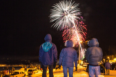 Hundreds of Fairbanks community members enjoyed the New Years' Eve fireworks display from UAF's West Ridge.  Filename: CAM-12-3687-59.jpg