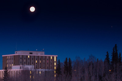 A full moon shines above Bartlett Hall on the Fairbanks campus.  Filename: CAM-12-3665-31.jpg