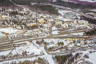 The 2,250-acre Fairbanks campus, located near the center of Alaska, offers a wide variety of opportunities for activity and recreation. The main campus has two lakes and miles of trails as well as a major student recreation complex for indoor sports.  Filename: CAM-13-3781-14.jpg