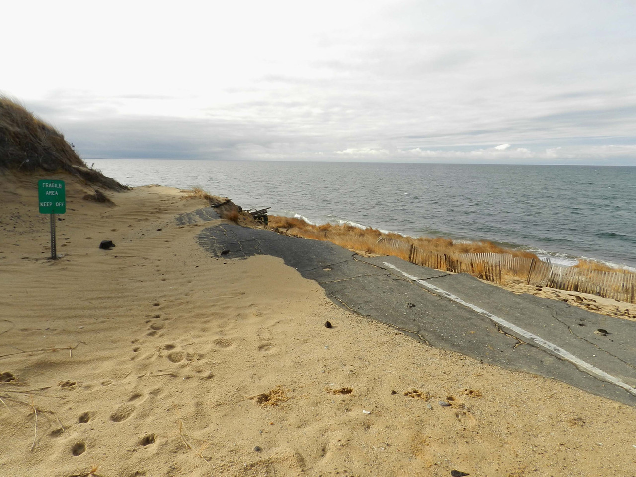 erosion -- Sunset Point was once a parking lot