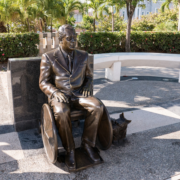 Franklin Roosevelt bronze statue (2008) commemorates his visit to PR in 1934
