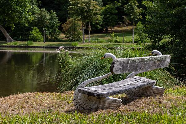 le banc du cygne au parc du château de Dampierre | the swan bench