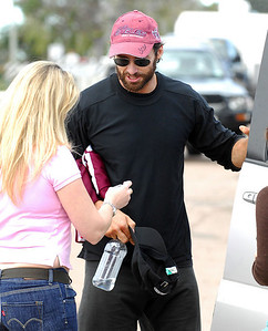 "BOWEN, QLD 24 JUN 2007 - Hugh Jackman talks with Sunday Mail journalist Sonia Campbell after completing a workout at a Bowen gym during a break in filming ""Australia"", the Baz Luhrmann movie currently in production in Bowen, QLD - PHOTO: CAMERON LAIRD (PH 0418 238811)"