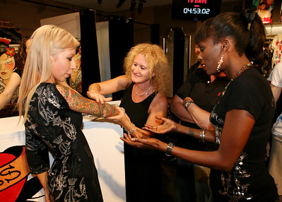 12 Dec 2007 Surfers Paradise, Qld, Australia - Deni Hines admires Jacqui Rajic's (store manager) tattoos at the opening of an Ed Hardy store on the Gold Coast - PHOTO: CAMERON LAIRD (Ph: 0418 238811)