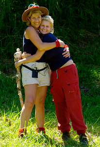 "GOLD COAST, AUSTRALIA / 10-FEB-2004 Former Atomic Kitten Kerry McFadden celebrates her win in ""I'm a Celebrity, Get me out of Here"" with runner-up Jennie Bond PHOTO: CAMERON LAIRD (Ph: +61 (0)418238811)"