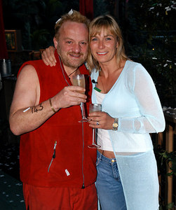 "Murwillumbah, Queensland, AUSTRALIA / 10-MAY-2003 ""I'm a Celebrity, Get me out of here"" fifth evictee Antony Worrall-Thompson with wife Jay PHOTO: GRANADA"