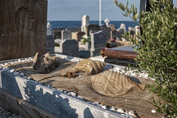 au cimetière | at the cemetery