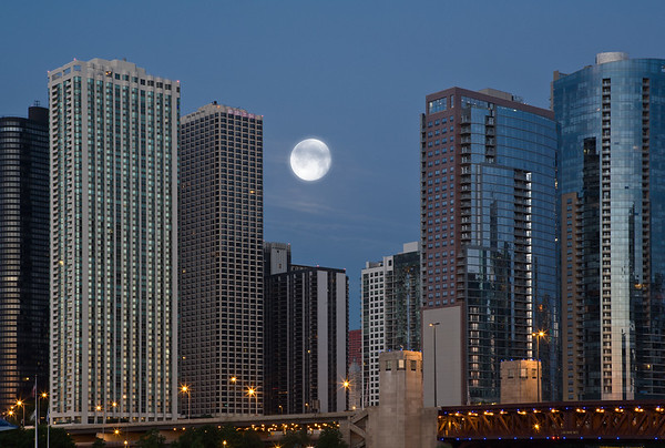 Moonrise, Chicago