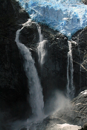 2) Calving of the Ventisquero Colgante - between its plunge waterfalls, among the igneous rock.