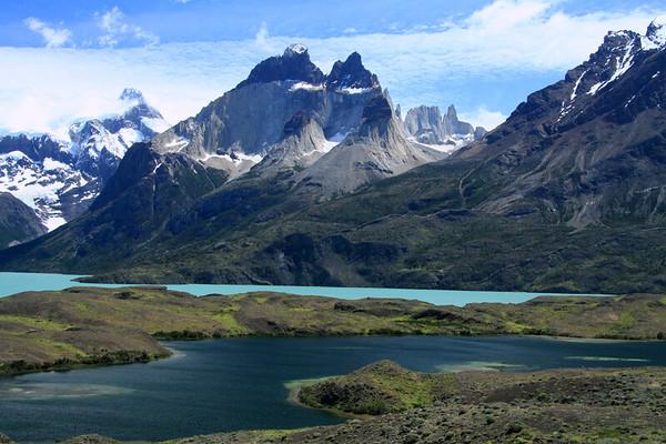 Endorheic lagoon to Lago Nordenskjold - southern slope of Mt. Almirante Nieto (r) - Horns of Paine (este and principal, c) - Cerro Paine Grande (l) - La Mascara, Hoja, and Espada (distal, r).