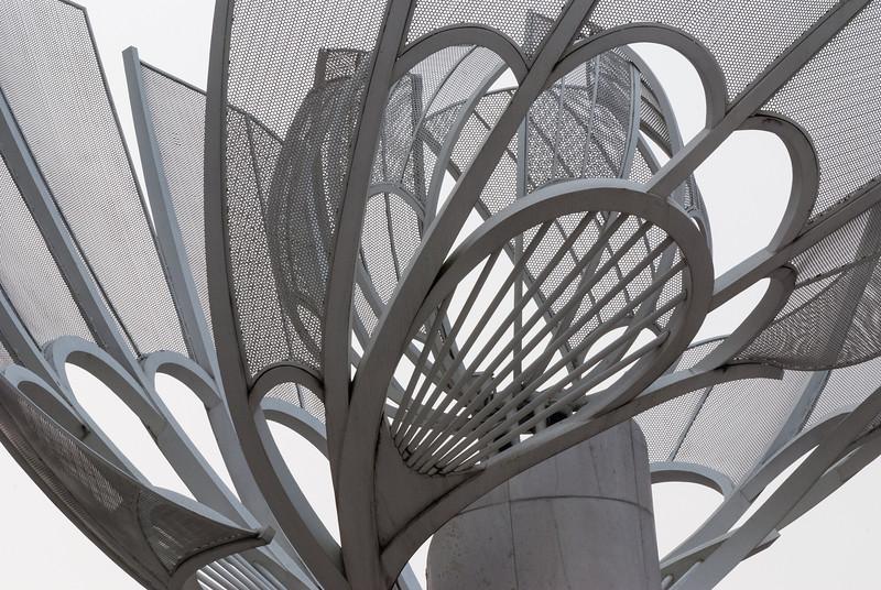 Sculpture on Wangfujing (Dongcheng, Beijing, CN - 10/21/13, 6:24:42 PM)