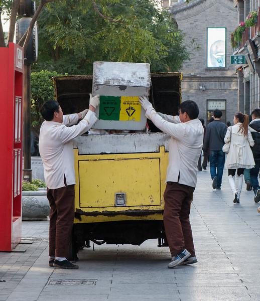 Sanitation workers empty a recycling cart on Qianmen (Xicheng, Beijing, CN - 10/23/13, 3:25:46 PM)