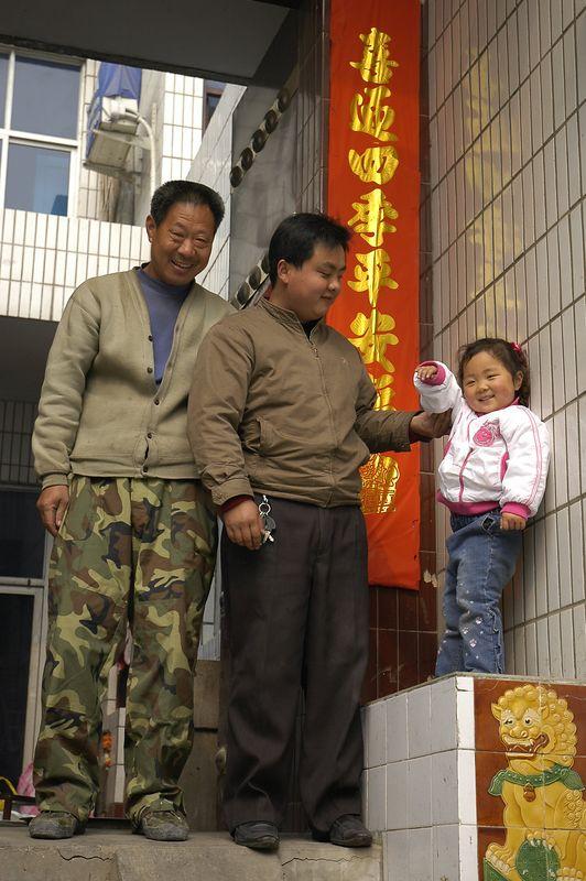 Daddy's little girl.<br /> [Ta Zhuang; Yanshi, Henan, P.R.C.]