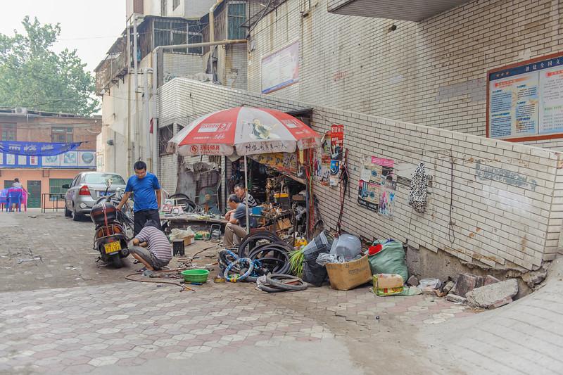 A tire repair enterprise in a Luoyang alley. (Laocheng, Luoyang, Henan, CN - 07/13/11, 5:04:00 PM)