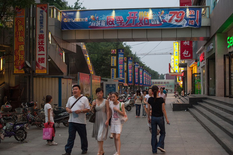 (Luoyang, Henan, CN - 07/10/11, 7:39:04 PM)