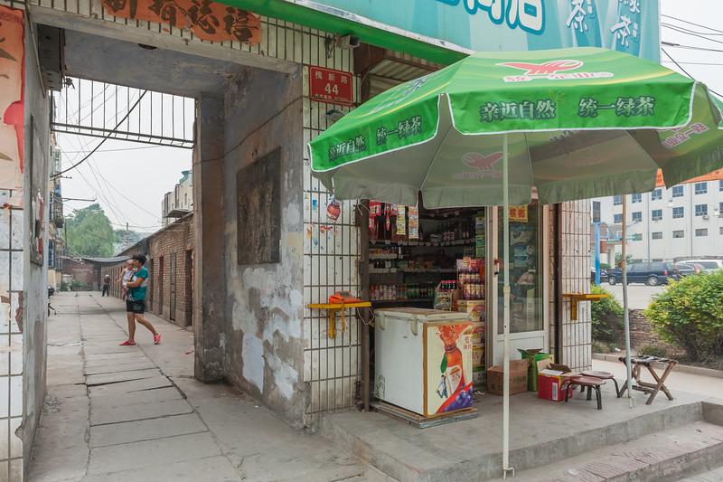 Yanshi Convenience Store (Yanshi, Luoyang, Henan, CN - 07/12/11, 2:14:15 PM)