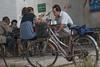 Lunchtime on the street in Yanshi (Yanshi, Luoyang, Henan, CN - 07/12/11, 11:41:21 AM)