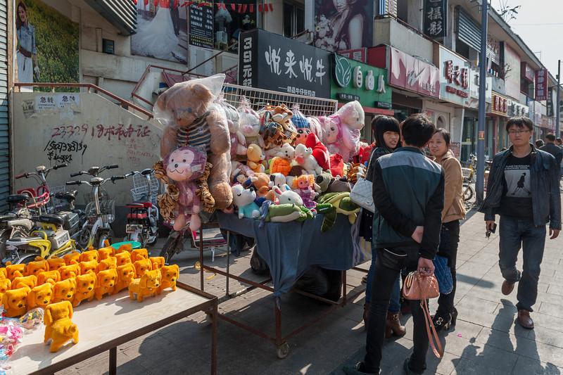 (Wenfeng, Anyang, Henan, CN - 10/25/13, 12:05:27 PM)